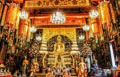 Ταϊλανδικά χρυσά αγάλματα και υπόβαθρο τέχνης της Ταϊλάνδης Στοκ φωτογραφίες με δικαίωμα ελεύθερης χρήσης