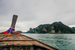 Ταϊλανδικές βάρκες στην παραλία krabi, Ταϊλάνδη Στοκ Εικόνες