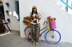 Ταϊλανδικές γυναίκες πορτρέτου με το κατάστημα φρούτων ποδηλάτων Στοκ φωτογραφίες με δικαίωμα ελεύθερης χρήσης