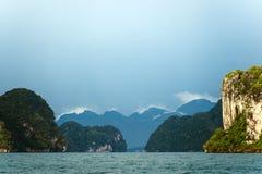 Ταϊλανδική θάλασσα βουνών Στοκ φωτογραφία με δικαίωμα ελεύθερης χρήσης
