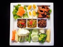Ταϊλανδική κόλλα τσίλι τριών ύφους (Nam Prik) που απομονώνεται στο μαύρο υπόβαθρο - δημοφιλή ταϊλανδικά τρόφιμα Στοκ Εικόνες