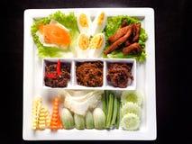 Ταϊλανδική κόλλα τσίλι τριών ύφους (Nam Prik) που απομονώνεται στο μαύρο υπόβαθρο - δημοφιλή ταϊλανδικά τρόφιμα Στοκ εικόνες με δικαίωμα ελεύθερης χρήσης