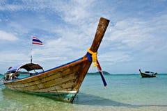 Ταϊλανδική μακριά ξύλινη βάρκα ουρών Στοκ Φωτογραφία