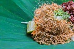 Ταϊλανδική νότια σαλάτα ρυζιού με τα λαχανικά χορταριών στο φύλλο Lotus με την εκλεκτική εστίαση Στοκ Φωτογραφίες
