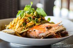 Ταϊλανδική πικάντικη σαλάτα γαρίδων στοκ εικόνα