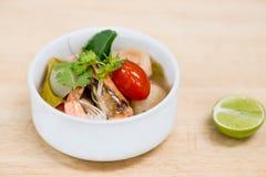 Ταϊλανδική πικάντικη σούπα έτοιμη να εξυπηρετήσει για ένα άτομο Στοκ φωτογραφίες με δικαίωμα ελεύθερης χρήσης