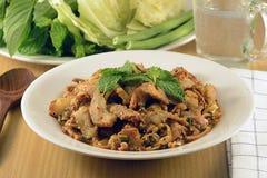 Ταϊλανδική σαλάτα χοιρινού κρέατος κουζίνας πικάντικη, μουγκρητό Nam Tok Στοκ φωτογραφίες με δικαίωμα ελεύθερης χρήσης