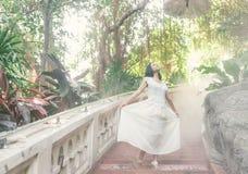 Ταϊλανδική τοποθέτηση κοριτσιών σε έναν βουδιστικό ναό Στοκ Εικόνα