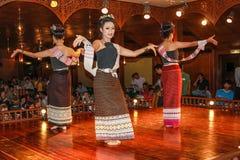 Ταϊλανδικοί παραδοσιακοί χοροί στοκ εικόνες με δικαίωμα ελεύθερης χρήσης