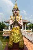 Ταϊλανδικός άγγελος στο μπλε Στοκ φωτογραφίες με δικαίωμα ελεύθερης χρήσης