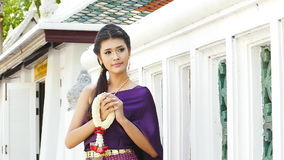 Ταϊλανδικός επίδεσμος γυναικών παραδοσιακός φιλμ μικρού μήκους