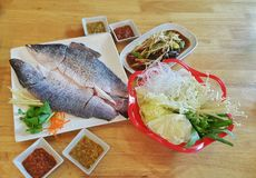 Ταϊλανδικός καθορισμένος έτοιμος τροφίμων να φάει Στοκ Φωτογραφίες