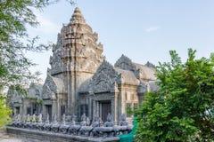 Ταϊλανδικός ναός με τα αγάλματα πετρών Στοκ εικόνες με δικαίωμα ελεύθερης χρήσης