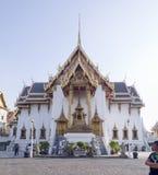 Ταϊλανδικός ναός στο παλάτι σύνθετο Στοκ φωτογραφία με δικαίωμα ελεύθερης χρήσης