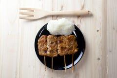 Ταϊλανδικός-ορισμένο ψημένο στη σχάρα χοιρινό κρέας και κολλώδες ρύζι Στοκ Εικόνα