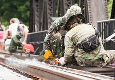 Ταϊλανδικός στρατός που διατηρεί τη γέφυρα του ποταμού Kwai σε Kanchanabu Στοκ Φωτογραφίες