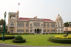 Ταϊλανδικό κυβερνητικό κτήριο, ταϊλανδικό κυβερνητικό σπίτι (κτήριο Santi Maitri) στη Μπανγκόκ, Ταϊλάνδη την ημέρα 2016 των παιδι Στοκ Φωτογραφίες