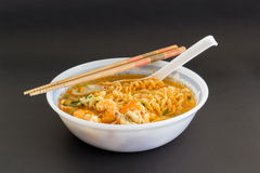 Ταϊλανδικό νουντλς με τις γαρίδες Στοκ Εικόνες