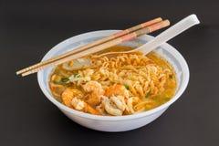 Ταϊλανδικό νουντλς με τις γαρίδες Στοκ Εικόνα