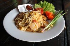 Ταϊλανδικό νουντλς (padthai) με τις γαρίδες Στοκ Φωτογραφίες