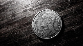 Ταϊλανδικό νόμισμα μπατ με το φωτισμό που απεικονίζεται, ακόμα ζωή Στοκ εικόνες με δικαίωμα ελεύθερης χρήσης