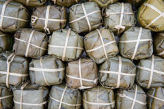 Ταϊλανδικό λουκάνικο χοιρινού κρέατος ύφους άσπρο (Mooyor) στην αρχική συσκευασία Στοκ φωτογραφία με δικαίωμα ελεύθερης χρήσης