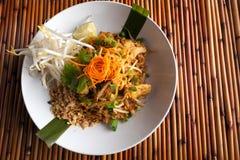 Ταϊλανδικό πιάτο μαξιλαριών κοτόπουλου Στοκ εικόνα με δικαίωμα ελεύθερης χρήσης