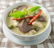 Ταϊλανδικό πράσινο κάρρυ με το γάλα κοτόπουλου και καρύδων Στοκ Εικόνες