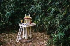 Ταϊλανδικό σπίτι για τα πνεύματα στοκ φωτογραφίες με δικαίωμα ελεύθερης χρήσης