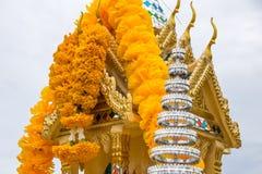 Ταϊλανδικό σπίτι πνευμάτων με το μπλε ουρανό Στοκ Εικόνες