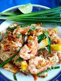 Ταϊλανδικό τηγανισμένο νουντλς με τη γαρίδα Στοκ Φωτογραφίες