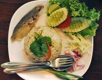 Ταϊλανδικό τηγανισμένο ρύζι με το σκουμπρί Στοκ Εικόνα