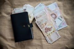 1000 ταϊλανδικό τραπεζογραμμάτιο με το μαύρο πορτοφόλι Στοκ εικόνα με δικαίωμα ελεύθερης χρήσης