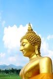 Ταϊλανδικό χρυσό άγαλμα βουδισμού Στοκ εικόνα με δικαίωμα ελεύθερης χρήσης
