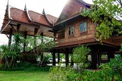 Ταϊλανδικό ύφος σπιτιών στοκ εικόνα με δικαίωμα ελεύθερης χρήσης