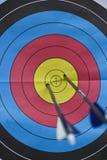 Ταύρος-μάτι τοξοβολίας με δύο βέλη Στοκ φωτογραφία με δικαίωμα ελεύθερης χρήσης