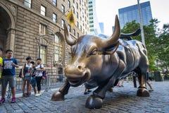 Ταύρος χρέωσης Γουώλ Στρητ Στοκ φωτογραφία με δικαίωμα ελεύθερης χρήσης