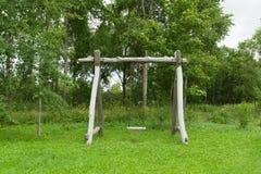 Ταλάντευση στο ξύλο Στοκ φωτογραφία με δικαίωμα ελεύθερης χρήσης