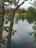 Ταλάντευση σχοινιών πέρα από τη λίμνη καταρρακτών Boise στοκ εικόνες με δικαίωμα ελεύθερης χρήσης