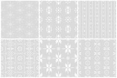 Τα άσπρα άνευ ραφής σχέδια λουλουδιών θέτουν 1 διανυσματική απεικόνιση