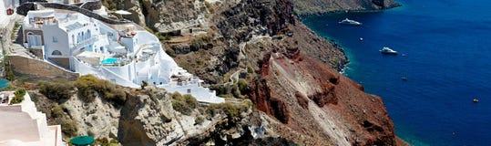 Τα άσπρα πεζούλια Santorini. Στοκ φωτογραφία με δικαίωμα ελεύθερης χρήσης