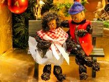 Τα άτομα δαμάσκηνων, αναμνηστικά Χριστουγέννων από τη Νυρεμβέργη, αριθμοί φιαγμένοι από δαμάσκηνο και καρύδι στοκ εικόνες