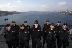 τα άτομα αστυνομεύουν τ&omicro Στοκ Φωτογραφίες