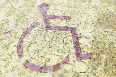 Τα άτομα με ειδικές ανάγκες υπογράφουν στην άσφαλτο Στοκ Εικόνα