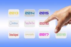 Τα δάχτυλα πιέζουν το κουμπί επιλέγοντας το νέο έτος 2016 Στοκ Φωτογραφίες
