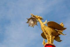 Τα αγάλματα του Κύκνου στον ουρανό Στοκ φωτογραφία με δικαίωμα ελεύθερης χρήσης