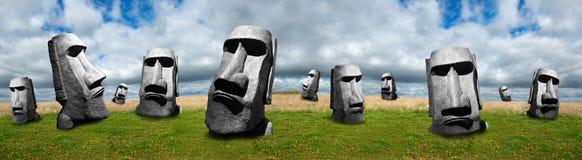 Τα αγάλματα νησιών Πάσχας, αφαιρούν το πανοραμικό ή έμβλημα πανοράματος Στοκ φωτογραφίες με δικαίωμα ελεύθερης χρήσης