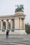 Τα αγάλματα χαλκού είναι στο τετράγωνο ηρώων στη Βουδαπέστη, Ουγγαρία στοκ εικόνες