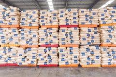Τα αγαθά αποθηκών εμπορευμάτων φορτίου βόρειων σταθμών τρένου Hangzhou συσσώρευσαν επάνω πολλά προϊόντα Polyvinylchlorid, στην Κί Στοκ εικόνα με δικαίωμα ελεύθερης χρήσης