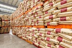 Τα αγαθά αποθηκών εμπορευμάτων φορτίου βόρειων σταθμών τρένου Hangzhou συσσώρευσαν επάνω πολλά προϊόντα Polyvinylchlorid, στην Κί Στοκ Εικόνα